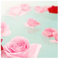 お風呂にバラを浮かべて香りを楽しんでください。